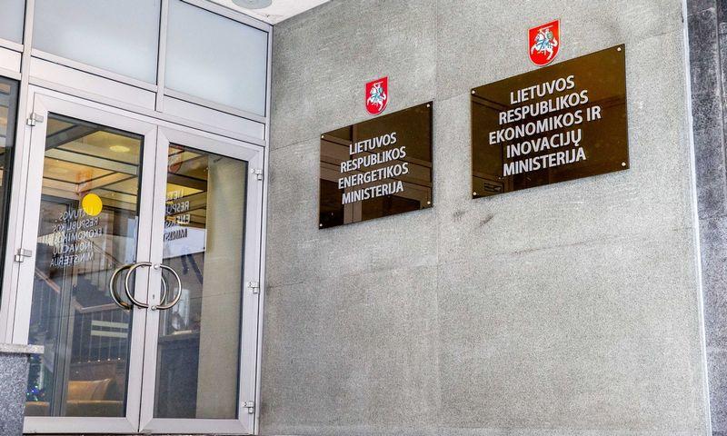 Energetikos ministerijos bei Ekonomikos ir inovacijų ministerijos iškabos. Juditos Grigelytės (VŽ) nuotr.