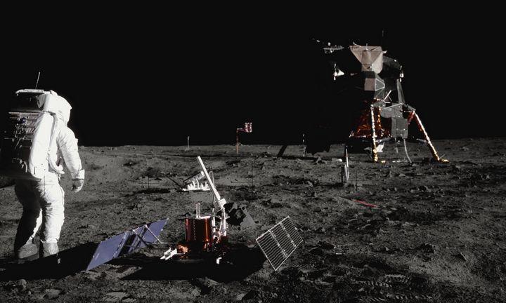 """""""Apollo 11"""" misijos atspindžiai spalį pasieks Vilnių"""