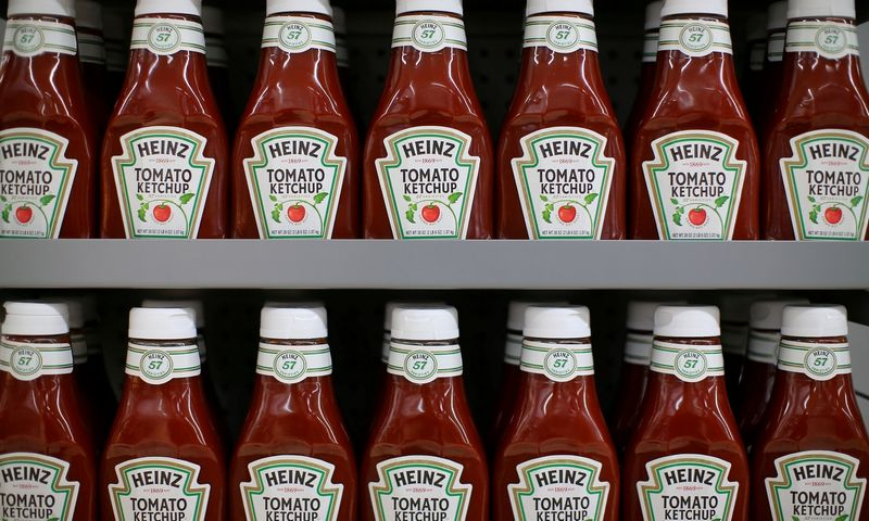 FILE PHOTO: Heinz tomato Ketchup is show on display during a preview of a new Walmart Super Center prior to its opening in Compton, California, U.S., January 10, 2017.  REUTERS/Mike Blake/File Photo                        GLOBAL BUSINESS WEEK AHEAD