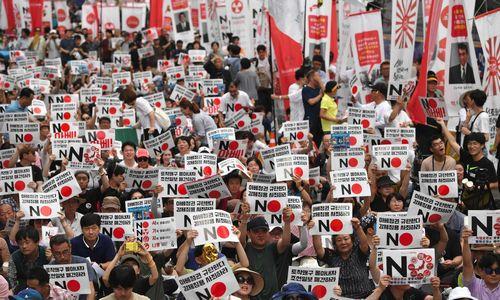 Japonijos ir P. Korėjos ginčas rizikuoja sutrikdyti technologijų pasaulį