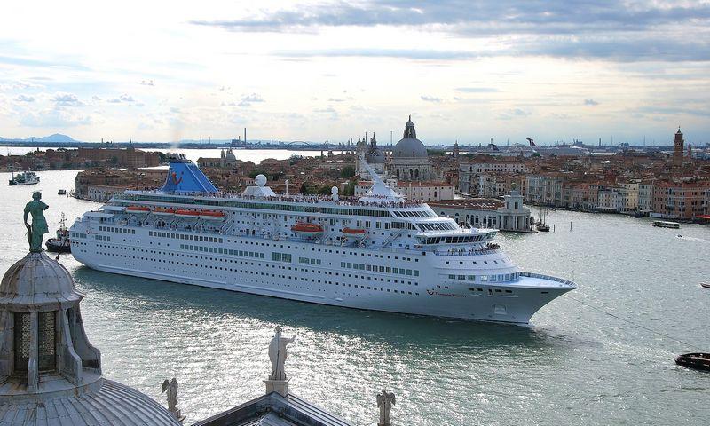 Prieš kruizinius laivus kyla vis daugiau turistų mėgstamų Europos miestų. Nuotraukoje – Venecija. Beatričės Laurinavičienės (VŽ) nuotr.