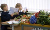 Į mokyklą pilnai aprengti ir išleisti vaiką šiemet atsieisbent 260 Eur