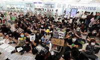 Protestai Honkonge paralyžiuoja ir oro uosto veiklą