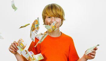 Vaikų finansinis raštingumas: kaip paaiškinti, kad pinigai ant medžių neauga