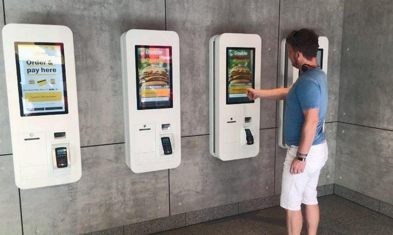 """Naujojo formato """"McDonald's"""" restoranas Londone. Ekrano nuotr."""