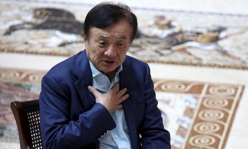 """Ren Zhengfei, """"Huawei"""" įkūrėjas ir vadovas sako santykių atšilimo su dabartine JAV administracija jau nesitikintis. Ng Han Guan (""""AP Photo""""/""""Scanpix""""/""""Reuters"""") nuotr."""