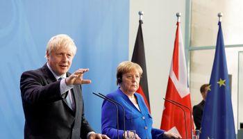 B. Johnsonassusitiko su A. Merkel