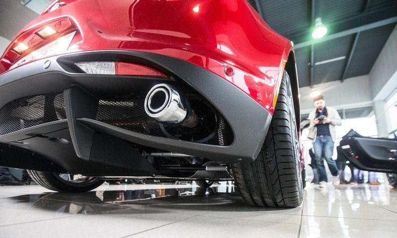 Automobilių tarša priklauso nuo jų techninių ypatybių, amžiaus ir kai kuriais atvejais – nuo taršos matavimo standarto. Juditos Grigelytės (VŽ) nuotr.