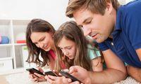 Išmanieji įrenginiai atitolina šeimos narius