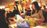 Prabangos rinka telkiasi Azijoje