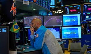Recesijos tikimybė JAV išaugo iki 40%, teigia bankas