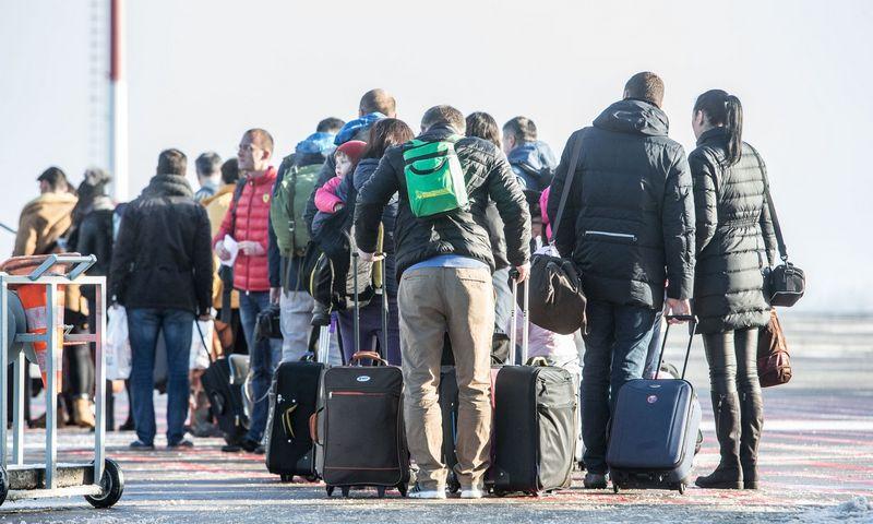 Keleiviai su bagažu Tarptautiniame Vilniaus oro uoste. Juditos Grigelytės (VŽ) nuotr.
