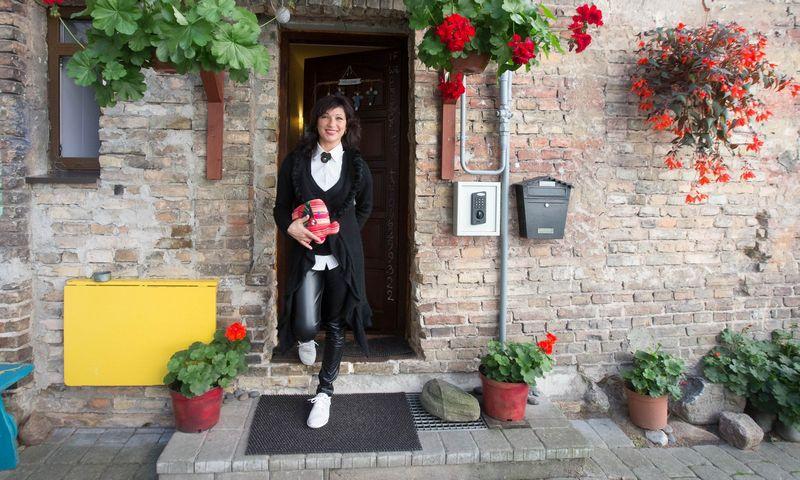 """Lidija Bajorūnienė, """"Vilnius Home Bed and Breakfast"""" savininkė: """"Viską darome patys – ir tvarkome patalpas, ir skalbiame, lyginame, ir pusryčių kasryt anksti keliuosi gaminti."""" Juditos Grigelytės (VŽ) nuotr."""