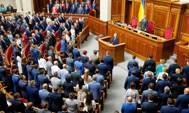 """Naujos sudėties Aukščiausioji Rada ketvirtadienį susirinko į pirmą posėdį. Glebo Garanicho (""""Reuters"""" / """"Scanpix"""") nuotr."""