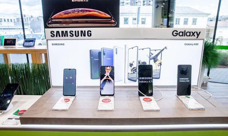 """Rinkai smunkant, pirmoje vietoje pagal pardavimus ir užimamą rinkos dalį esanti """"Samsung"""" fiksavo augimą, bet tai lėmė ne flagmanų o vidutinės ir žemesnės klasės įrenginių pardavimo augimas. Juditos Grigelytės (VŽ) nuotr."""
