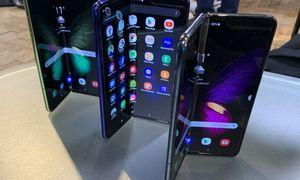 """Sulenkiami telefonai: """"Samsung"""" nesiruošia leisti """"Motorolai"""" nugriebti visą grietinę"""
