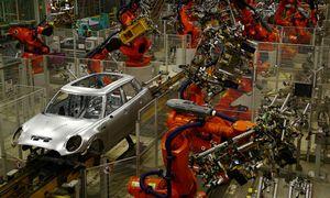BMW tiki, kad automobilių rinka atsigaus ir didina gamybos apimtis