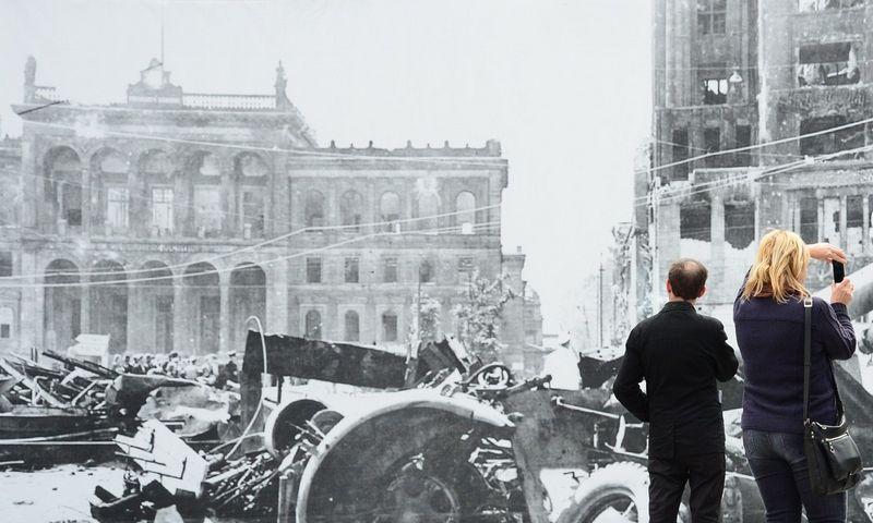 """Subomborduotos Potsdamo aikštės (Berlynas) nuotrauka. Johno Macdougallo (AFP / """"Scanpix"""") nuotr."""