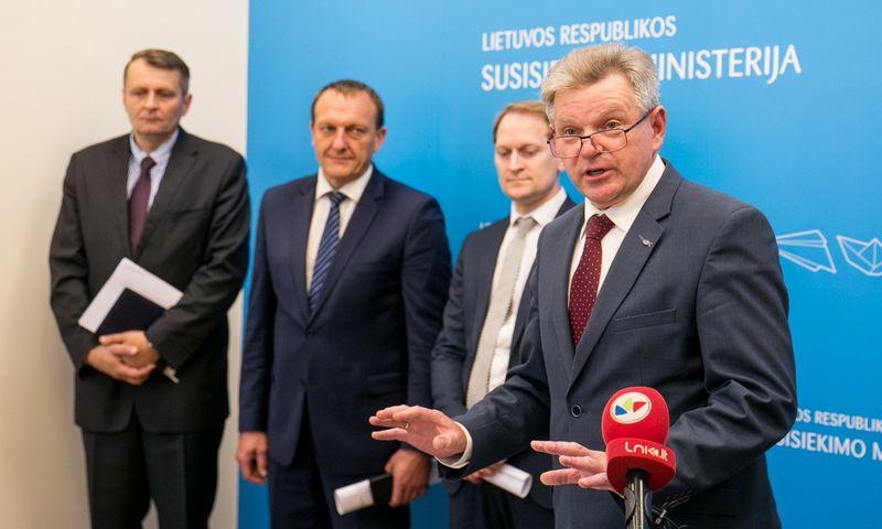 """Susisiekimo ministras Jaroslavas Narkevičius spaudos konferencijoje pristatė politinio asmeninio pasitikėjimo komandą. Juliaus Kalinsko (""""15min"""" / """"Scanpix"""") nuotr."""