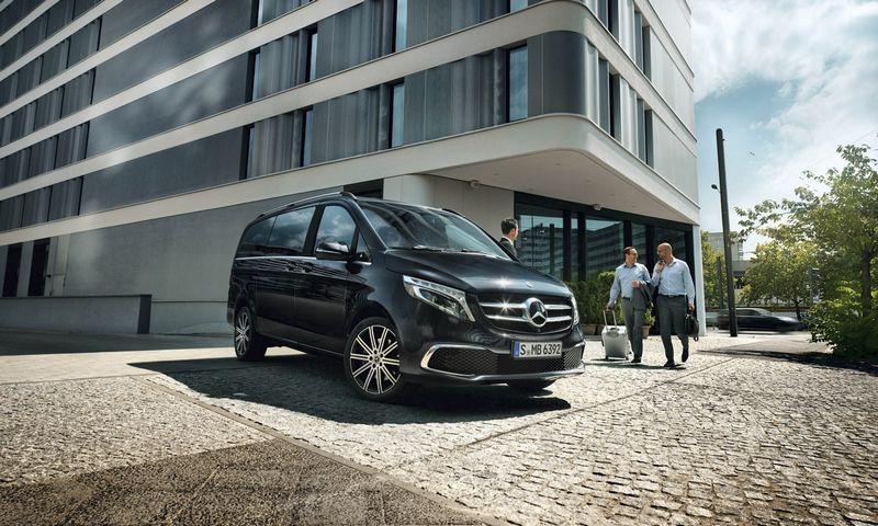 Mercedes-Benz V klasės automobilius galima rinktis iš 3 kėbulo ilgių (5942 mm, 6187 mm, 6417 mm), 4 įrangos versijų (V, V Rise, V Avantgarde, V Exclusive). Kaip atskiras produktas V klasės pagrindu gaminami kemperiai Marco Polo ir Marco Polo Horizon.