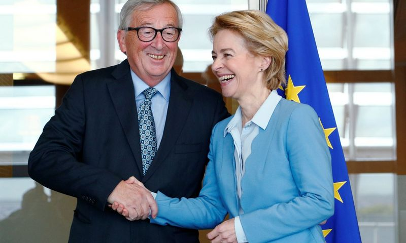 "Lapkričio 1 d. Europos Komisijos naujoji pirmininkė Ursula von der Leyen perims portfelį iš Jeano Claude'o Junckerio. Francois Lenoiro (""Reuters"" / ""Scanpix"") nuotr."