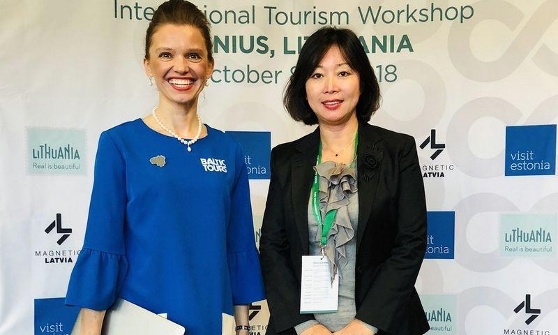 """Rasa Levickaitė, """"Baltic Tours Group"""" tarptautinių projektų vadovė, su verslo partnere."""