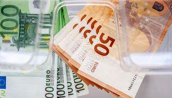 17% lietuvių darbo užmokestis kilo kelis kartus per metus