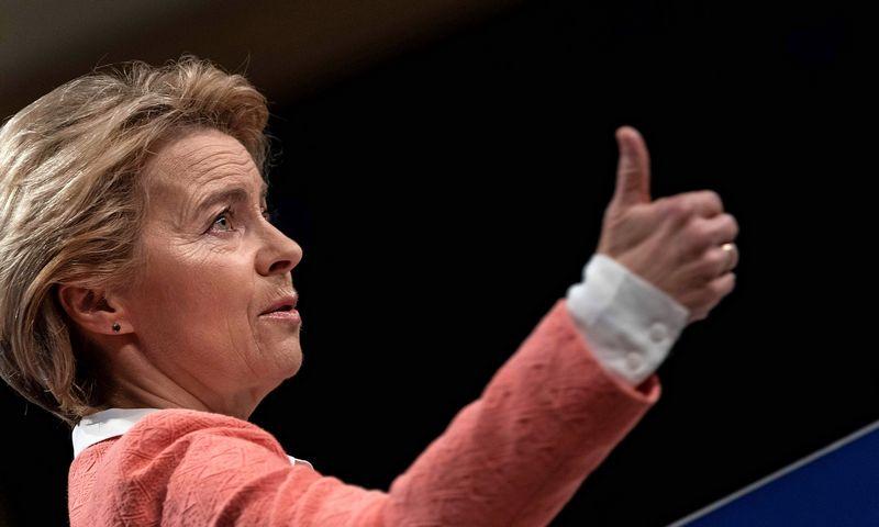 """Ursula von der Leyen, naujoji Europos Komisijos pirmininkė, giriama už sugebėjimą išlaikyti lyčių balansą naujoje Komisijoje. KENZO TRIBOUILLARDo (AFP / """"sCANPIX"""") nuotr."""