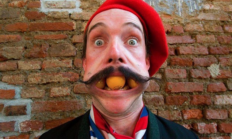 """""""Parazitai"""", trupė """"Galapiat Cirque"""" (Prancūzija). Immanuele Cristallo / Naujojo cirko savaitgalio nuotr."""