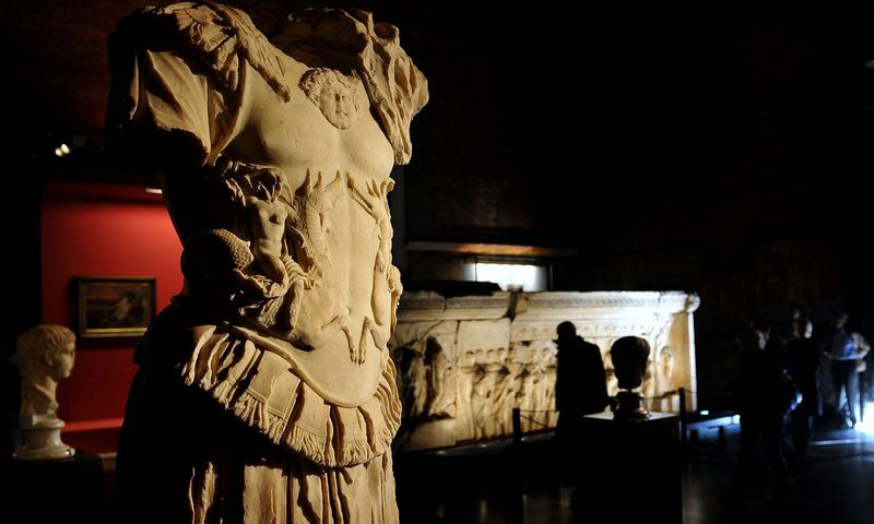 """Nuo imperatoriaus Augusto mirties 14 m. po Kr. iki Romos imperijos padalijimo 395 m. soste sėdėjo 70 imperatorių. Tik 20 iš jų mirė sava mirtimi. Alberto Pizzoli (""""AFP Photo""""/""""Scanpix"""") nuotr."""
