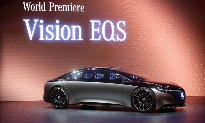 """""""Vision EQS"""" yra """"Mercedes-Benz"""" vizija, kaip netolimoje ateityje turi atrodyti aukščiausios klasės elektromobilis. SIPA / """"Scanpix"""" nuotr."""