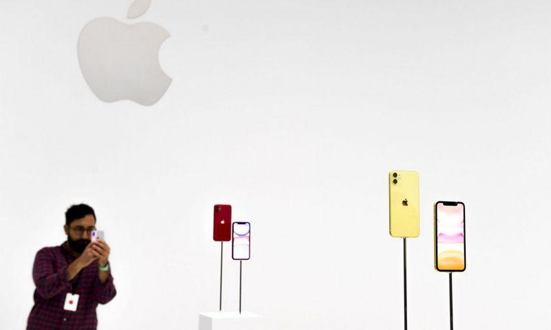 """""""Apple"""" telefonų kainas nuosekliai kėlė metai po metų. Chine Nouvelle (""""Sipa""""/""""Scanpix"""") nuotr."""