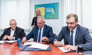 """""""Linava"""" skelbia pasirašiusi sutartį su profesinėmis sąjungomis"""