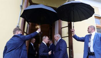 """Rusija ir Baltarusija parafavo """"ekonominės konfederacijos"""" programą"""