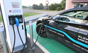 Skirtingi receptai elektromobilių infrastruktūrai: brangiai arba lėtai