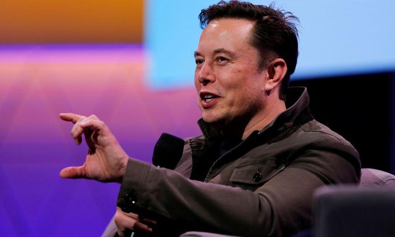"""Elonas Muskas, """"Tesla"""" vadovas. Mike'as Blake'as (""""Reuters"""" / """"Scanpix"""") nuotr."""