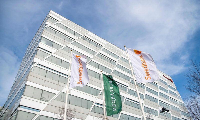 """""""Swedbank"""" centrinė būstinė netoli Stokholmo.  Jonathano Nacktrando  (AFP / """"Scanpix"""") nuotr."""