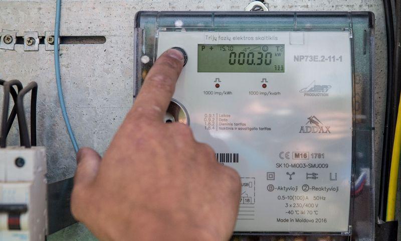 """""""Energijos skirstymo operatorius"""" (ESO) pirmiesiems privačių ūkių klientams pradėjo diegti išmaniuosius elektros skaitiklius. Juditos Grigelytės (VŽ) nuotr."""