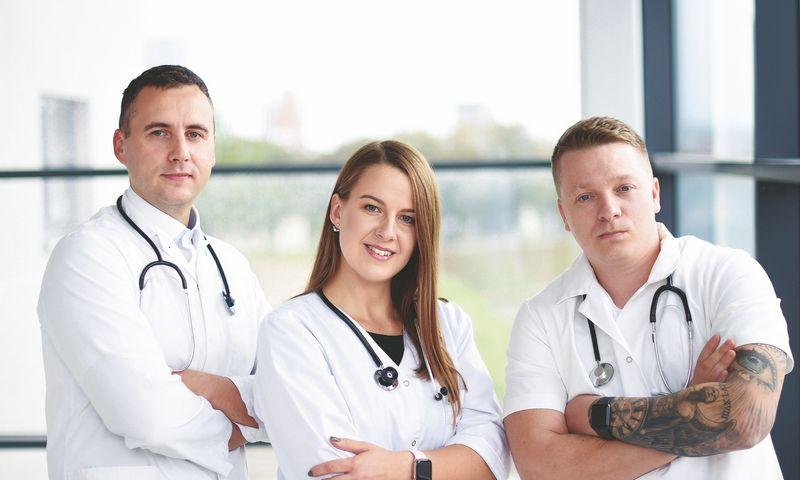 """Benas Valančius, Alina Vengalytė, Deividas Šliažas (dešinėje), dizaino paslaugų platformos  """"Doctor Idea"""" įkūrėjai. Bendrovės nuotr."""