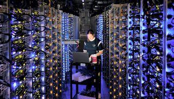 """""""Google"""" investuoja 3,3 mlrd. USD į duomenų centrų plėtrą Europoje"""