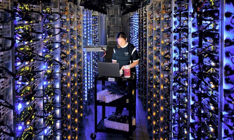 """Google"" duomenų centras. Connie Zhou (""Scanpix""/""Reuters"") nuotr."