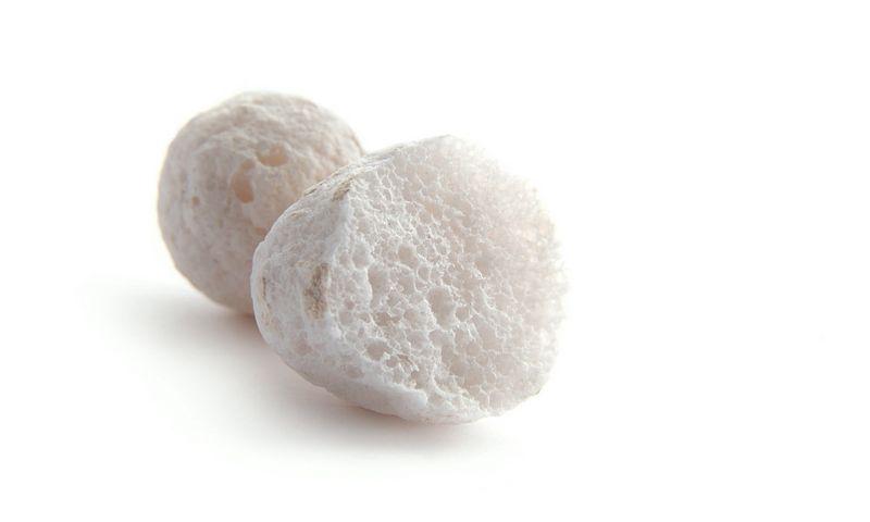 Granuliuotas putstiklis – neorganinė termoizoliacinė medžiaga, pagaminta iš stiklo duženų nedidelių porėtų granulių pavidalu. Bendrovės nuotr.