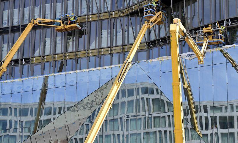 "Verslo centro statybos Berlyne.Tobiaso Schwarzo (""Scanpix""/AFP) nuotr."