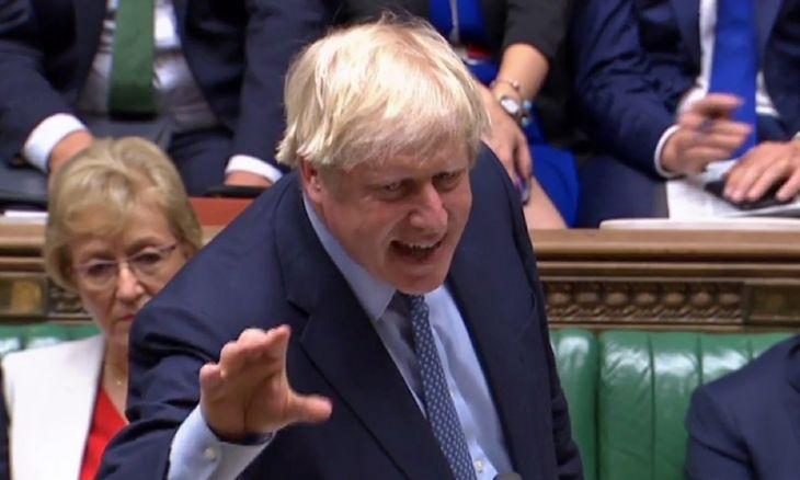 Prieš parlamentą stojęs B. Johnsonas neatsiprašinėjo