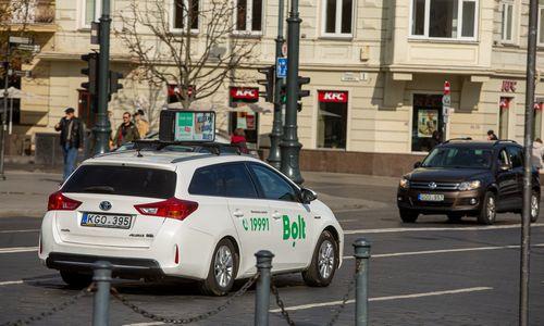 Seimas atskyrė taksi ir pavėžėjimo paslaugų teikimą