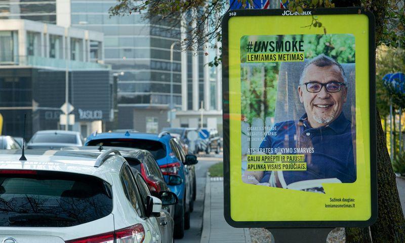 Kampamnijos lauko reklama. Vladimiro Ivanovo (VŽ) nuotr.