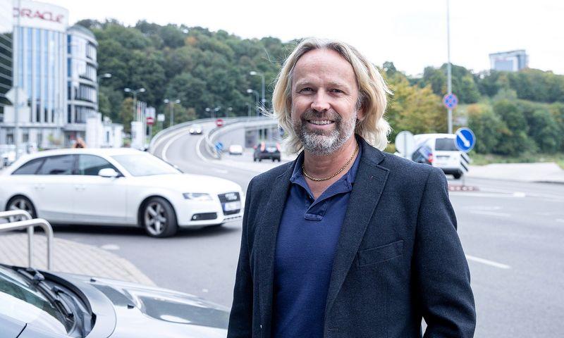"""Janas Haugenas-Ihle, """"Ionity GmbH"""" vadovas Šiaurės Europai, tvirtina, kad pirmosios stotelės Lietuvoje bus pastatytos dar šiemet, tačiau teks palaukti, kol jos bus įjungtos. Juditos Grigelytės (VŽ) nuotr."""