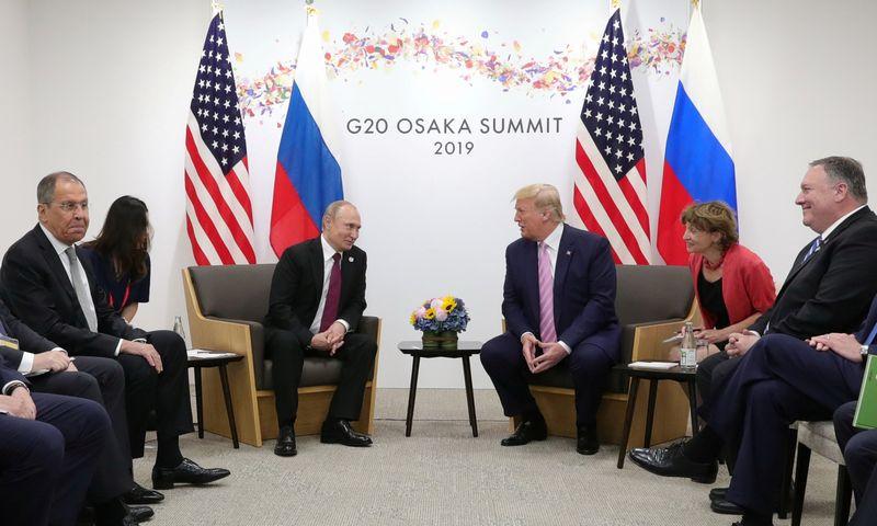"""2019 m. birželis. Rusijos prezidentas Vladimiras Putinas ir JAV prezidentas Donaldas Trumpas. Mikhailo Klimentyevo (""""Reuters"""" / """"Scanpix"""") nuotr."""