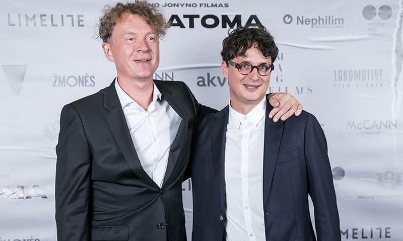 """Filmo """"Nematoma"""" režisierius Ignas Jonynas (kairėje) ir scenarijaus bendraautoris Kristupas Sabolius. Juliaus Kalinsko (""""15min"""" / """"Scanpix"""") nuotr."""