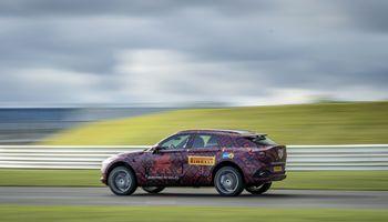 """""""Aston Martin"""" SUV: pirmoji informacija"""